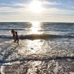 Barn som badar solnedgång Halmstad