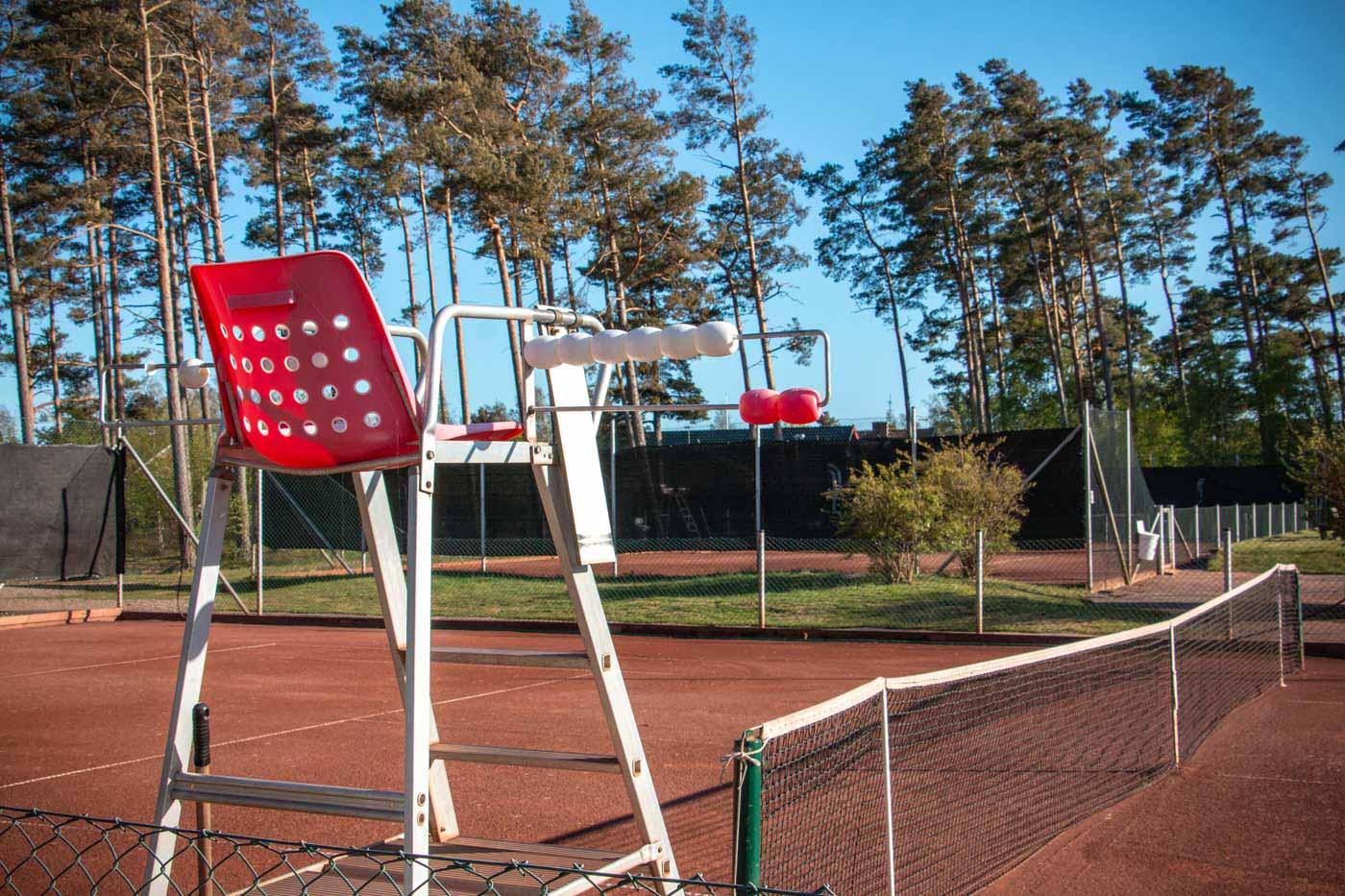 Tennisbanor invid Skummeslövsstrands naturreservat